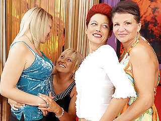 Four Old And Young Lesbians Having A Corps On Bed - MatureNL