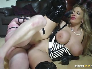 Mistress More Coupled with Her Manservant