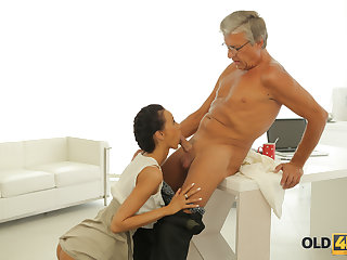 OLD4K. Dazzling darkhaired babe with ease seduces ancient queen