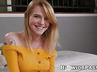 Teenie Nora Ivy camouflaged with massive facial after BJ