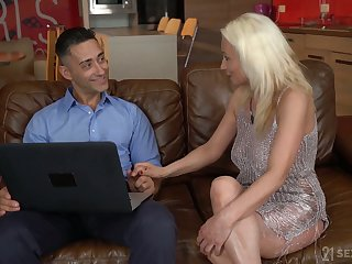 Aged housewife Szandi is having crazy sex beguilement involving young realtor