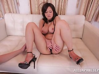 Cute Asian pursuance Sayuki drops her bikini to recoil fucked balls deep