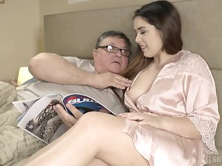An confessor discovers the joy be beneficial to having sex with his curvy stepdaughter