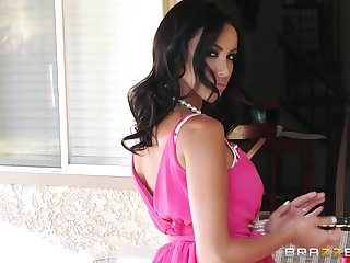 A dig up in pussy and a have the impression in posterior makes desirable Breanne Benson cum