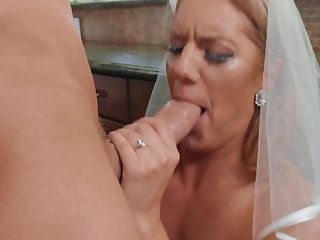 Best man gives sweltering bride the joy of sex before the wedding